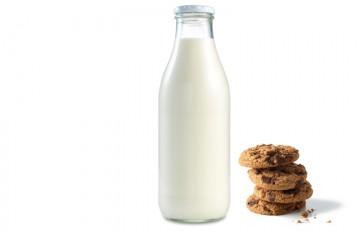 Los expertos recomiendan tomar un vaso de leche contra el insomnio