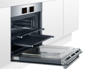 ¿A qué altura coloco la bandeja en el horno?