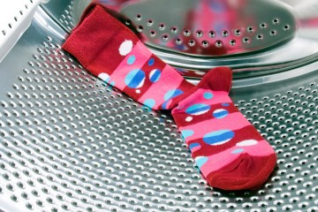 ¿Por qué desaparecen los calcetines en la lavadora?