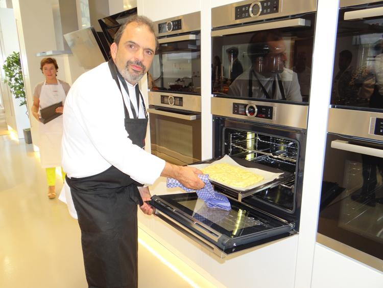Cocinamos en el horno Bosch una empanada de bonito con estrella Michelín