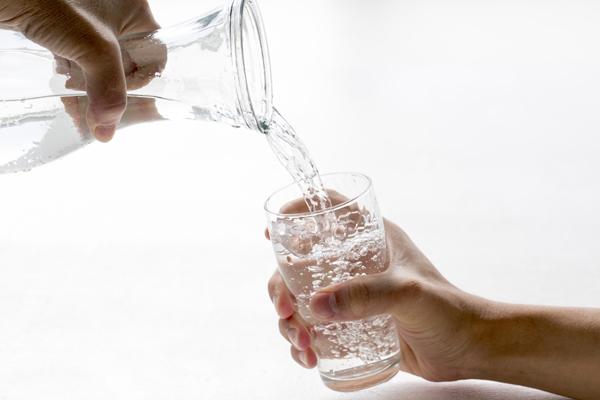 Recomendación beber agua fría después del gimnasio