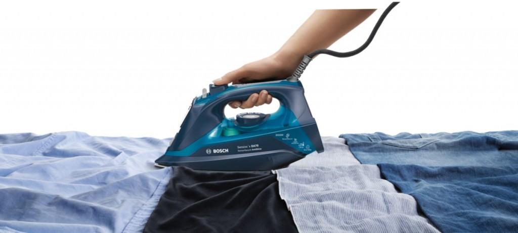 A la hora de planchar, lo mejor es usar agua del grifo en tu plancha de vapor.