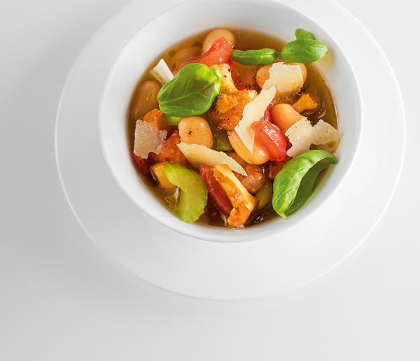 Prepara platos pequeños para que los niños coman alimentos sanos.
