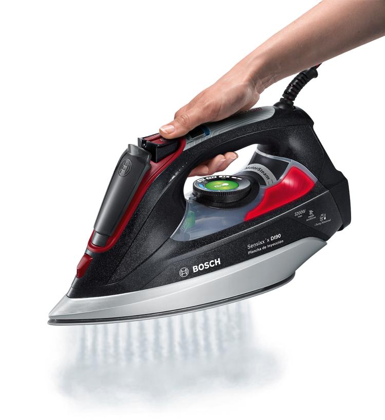 Con un toque de vapor, desaparecen las arrugas y los brillos si planchas con un paño.