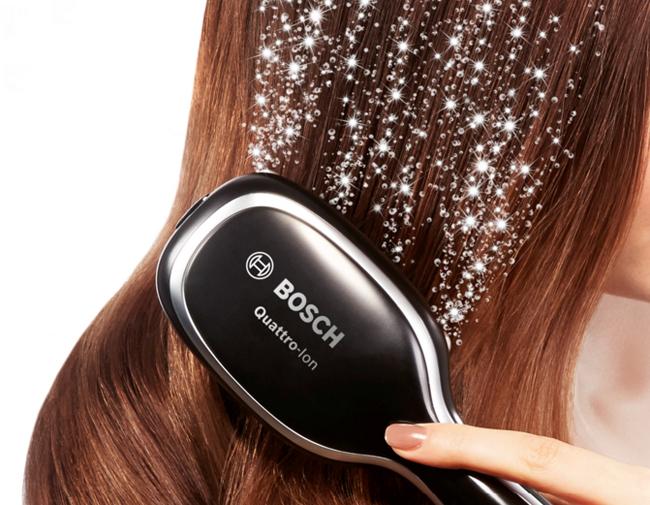 Los iones negativos del cepillo antiencrespamiento de Bosch dejan el pelo sin encrespar, liso y sedoso.