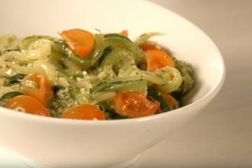 Receta de Zoodles con rúcula y parmesano.
