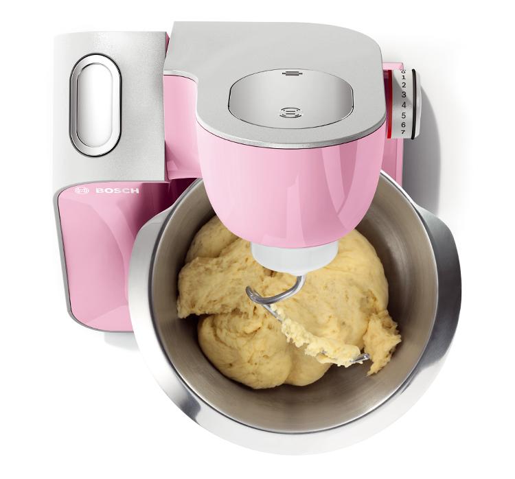 Con el robot se amasa la masa de las tortitas