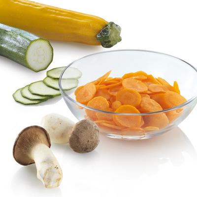 Si cortas todas las verduras al mismo tamaño, se hacen a la vez y terminarás antes de cocinar.