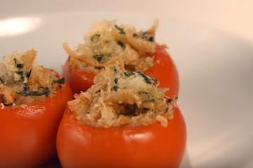 Receta sana de tomates rellenos con quinoa y queso parmesano