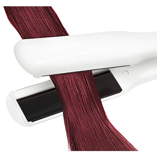 5 trucos para planchar el pelo teñido