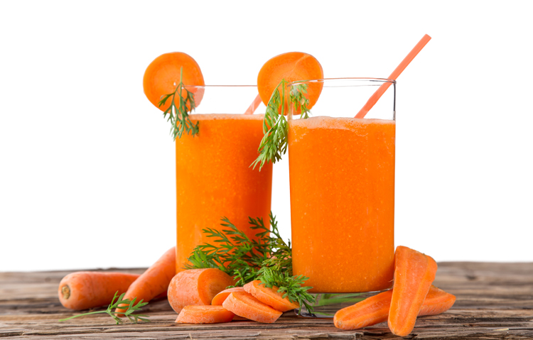 Receta de zumo con zanahoria y fresas