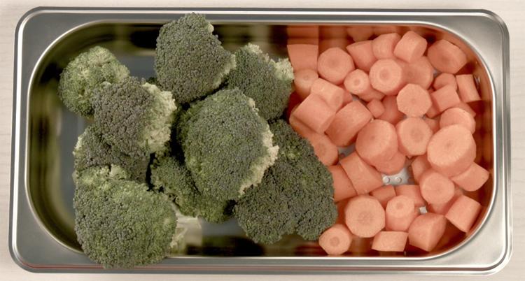 Cortar verduras para hacerlas al vapor