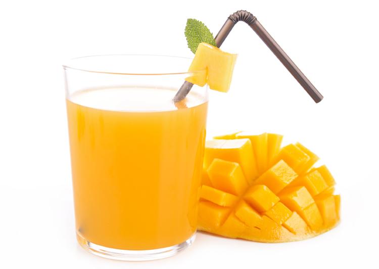 Zumo de melocotón y mango