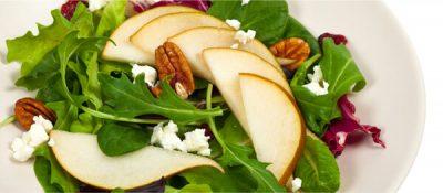 Añade frutos secos y dátiles a las ensaldas de verano