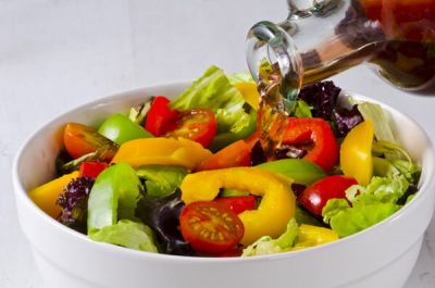 Añade vinagreta a las ensaladas de verano