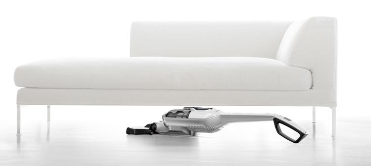 Aspirar debajo de los muebles sin moverlos