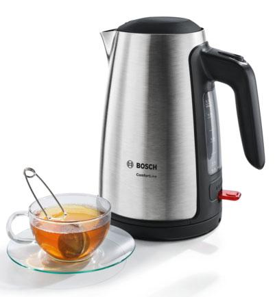 Hacer té en el hervidor de agua