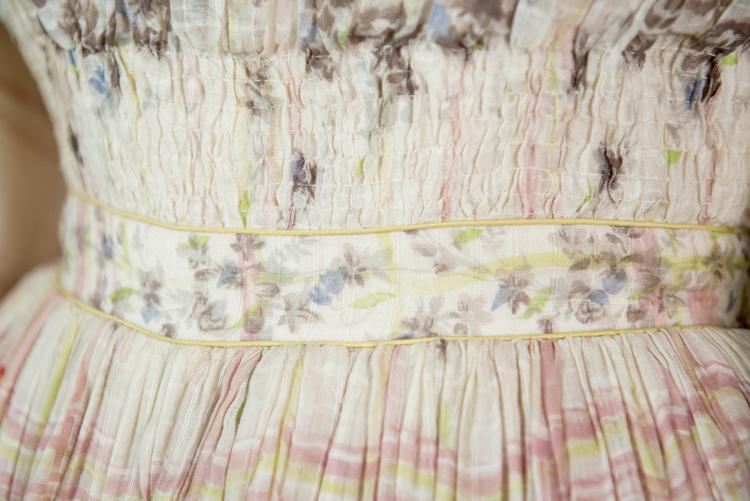 Detalle del vestido de mujer